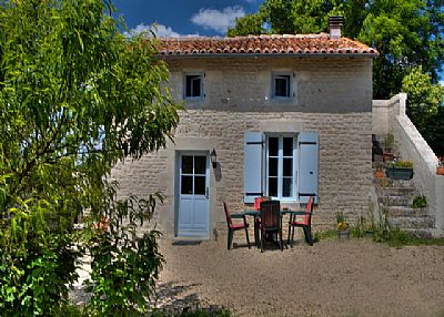 Cottage in France, Charente-Maritime: Sunflower Cottage