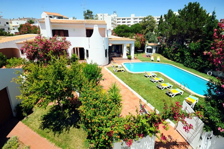 Villa in Portugal, Albufeira: Beautiful Large 4 bedroom villa, with a large L shape private pool a..