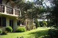 Country_house in France, South Avignon: the front head to southern face