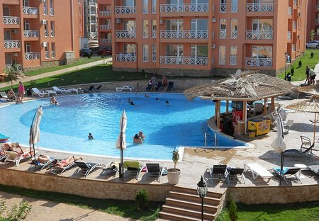 Apartment in Tankovo, Bulgaria: Swimming pool with bar and view from balcony