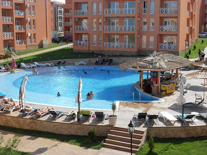Apartment in Bulgaria, North Sunny Beach: Swimming pool with bar and view from balcony