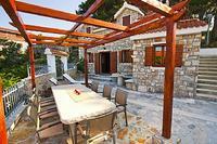 Villa in Croatia, Milna: Dine outdoors on Brac stone tables