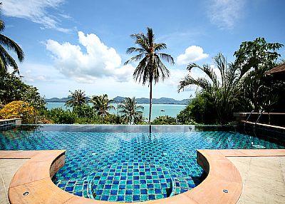 Villa in Thailand, Cape Panwa: Infinity pool and panoramic views of Chalong Bay