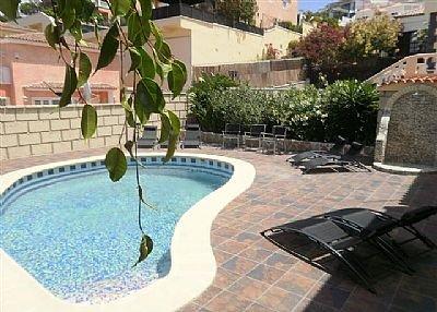Villa in Spain, San Eugenio Alto: The lovely sunny, spacious pool area