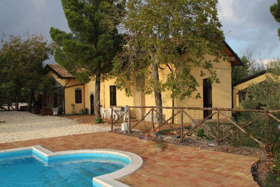 Apartment in Italy, Belpasso: Villa From Outside
