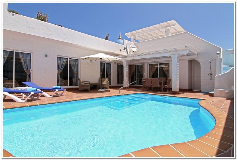 Villa in Spain, Corralejo: CAROLINES SALT WATER HEATED SWIMMING POOL.