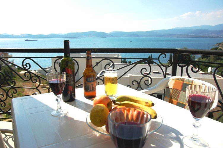 Apartment in Turkey, Milas: Great views over the bay - ideal for al-freco dining
