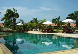 Villa in Jomtien, Pattaya: Communal pool 01