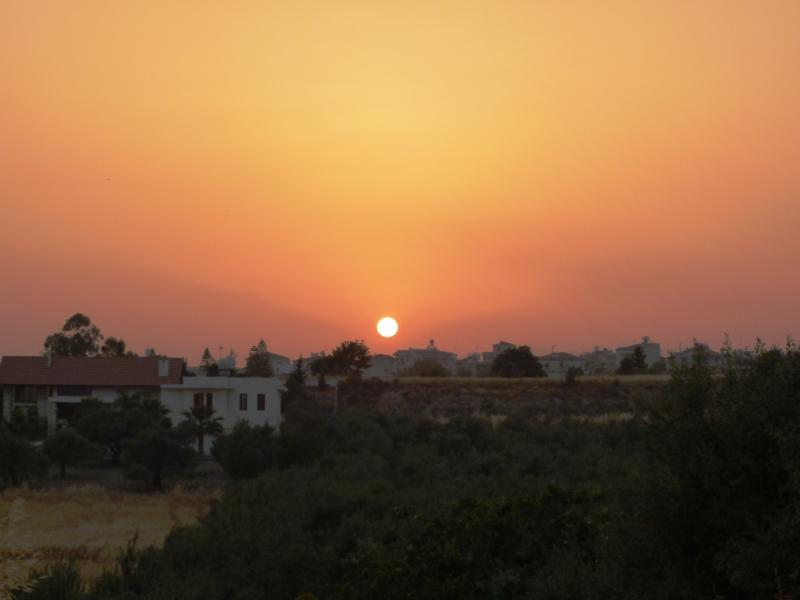 Apartment in Cyprus, Mazotos: Stunning sunset view from balcony