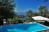 Apartment in Italy, Marciano: Terrazza su Capri shared pool area