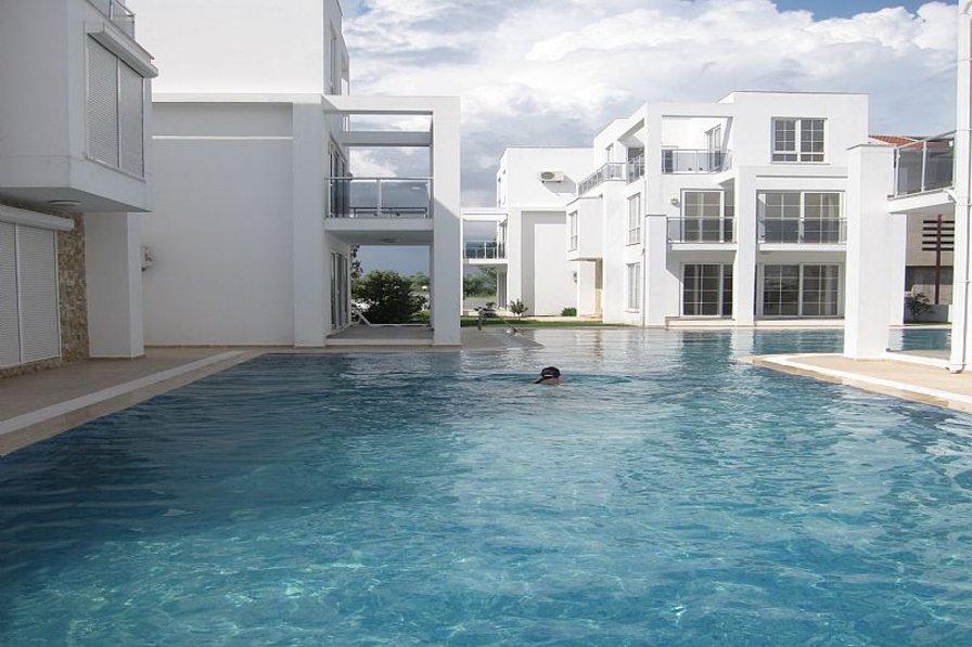 Villa in Turkey, Belek: Stunning L-Shape Swimming Pool