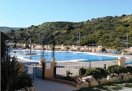 Apartment in La Duquesa Golf & Country Club, Spain: Pool area