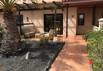 House in Spain, Majanicho: Front Garden & Patio