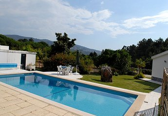 House in Portugal, Mucifal: Swimming pool