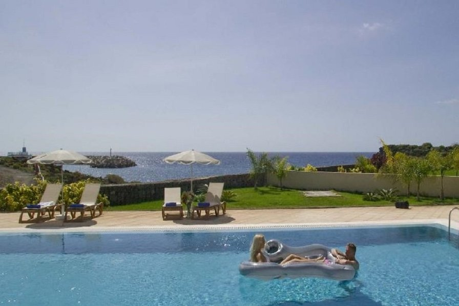 """Waters Edge"" - Sun Bay Villas - Front line 2 bed villa"