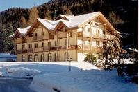 Apartment in Italy, Madonna di Campiglio: Residence with snow
