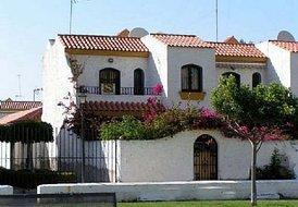 House in Urbanización Roquetas de Mar, Spain: Town house close to resturants  bars and beach
