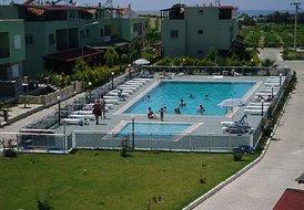 5 Bedroom Villa overlooking pool