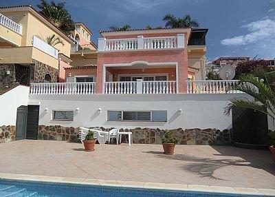 Villa in Spain, San Eugenio Alto: Front view of villa