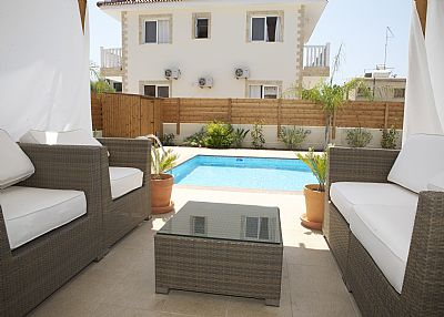Villa in Cyprus, Nissi Beach: View by the pool