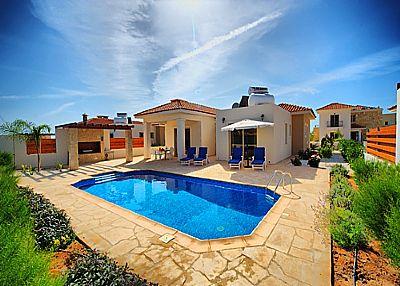 Villa in Cyprus, Coral Bay Centre: Pool Area