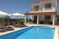 Villa in Cyprus, Tala: The villa and private swimming pool