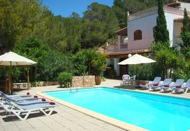 Villa Daisy | Spacious, Private with Fantastic Pool Area