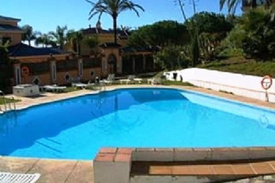 Apartment in Spain, Puerto Banús: Second swimming pool