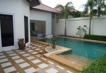 Villa in Thailand, Jomtien: Front 01