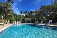 Villa in Barbados, Sandy Lane: View of the large pool at Vistamar villa with sun loungers and gazebo