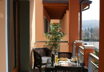 Apartment in Italy, Salò: Dining on Patio overlooking pool
