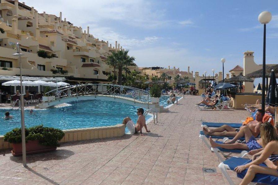 Apartment in Spain, Miraverde: The pool area