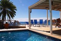 Villa in Antigua and Barbuda, Falmouth: Shell Villa's pool and 'infinity' deck with BBQ are feet f..