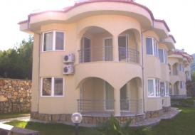 Lakeside Villa 08
