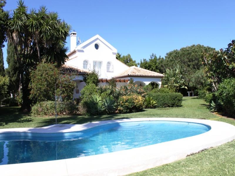 Villa in Spain, Elviria: Villa and pool as viewed from the garden