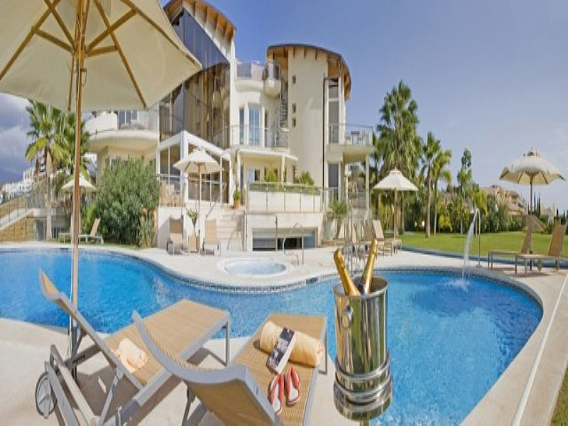 Villa in Spain, Marbella to Gibraltar: Relaxing by the pool