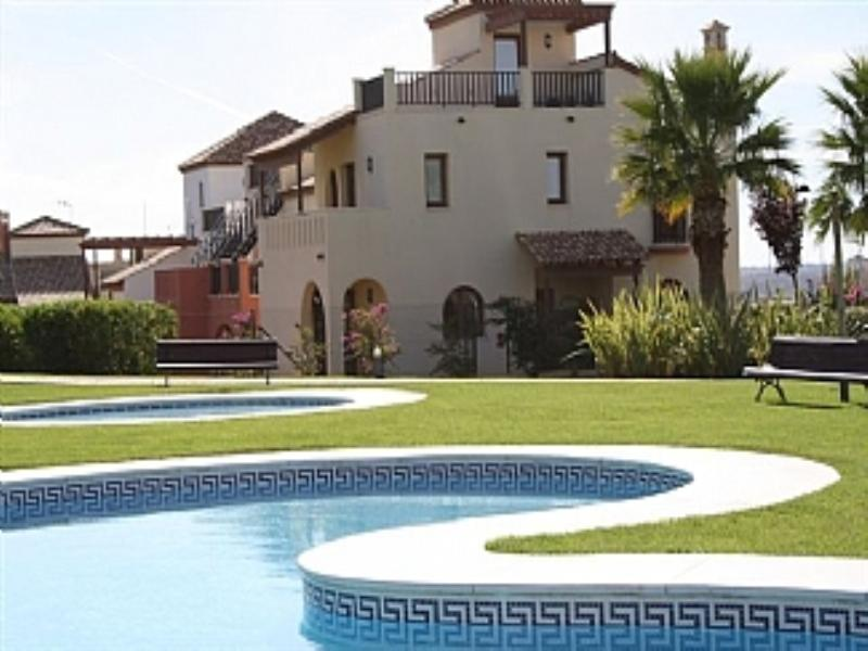 Villa in Spain, Ayamonte: House and pool area