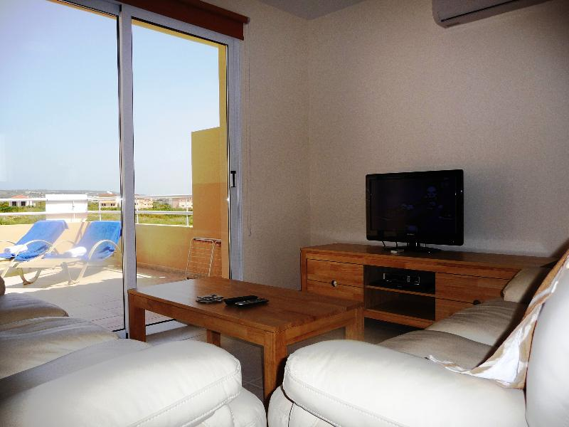 Apartment in Cyprus, Nissi Beach: Living area