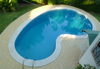 Villa in Portugal, Pinhal da Marina (Marina's Pinewood): Enjoy our large swimming pool and great g..