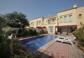 4 bedroom Villa for rent in Dubai Area