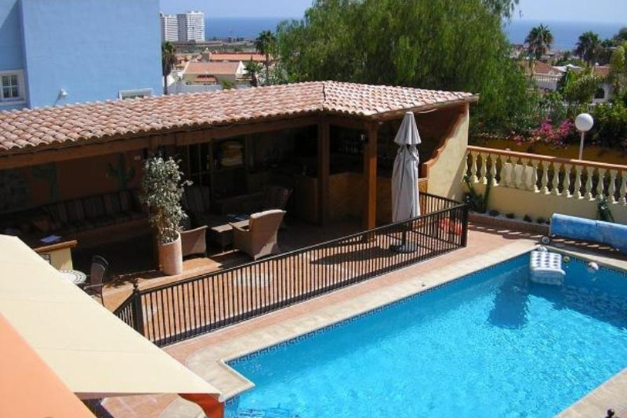 Villa in Spain, Callao Salvaje: View of pool and outside living area