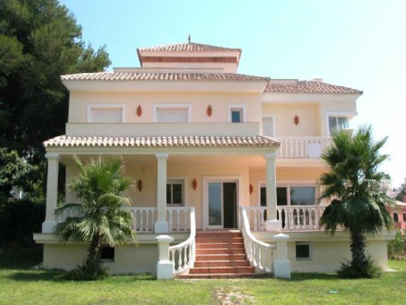 Villa in Spain, Nueva Andalucía: Fachade