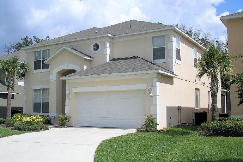 ORLANDO EXECUTIVE PLUS HOMES WITH HEATED POOL ( 3 BED)