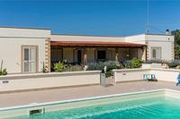 Villa in Italy, Ostuni: Villa from pool