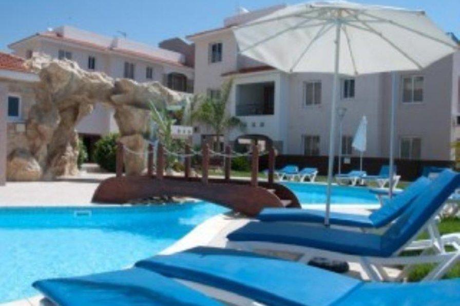 Apartment in Cyprus, Pyla: Sun loungers