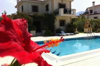 Villa in Cyprus, Kyrenia: villa view with large private overflow pool and BBQ