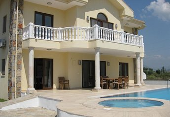 Villa in Turkey, Arikbasi: Villa Yasemin - Private villa sleeping 8 in 4 en suite bedrooms