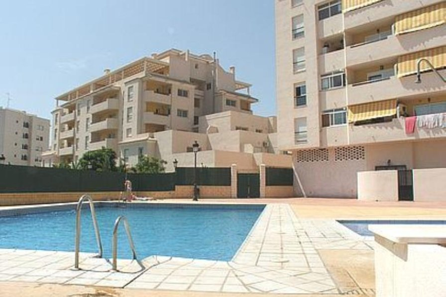 Apartment in Spain, Estepona: Apartment from the pool