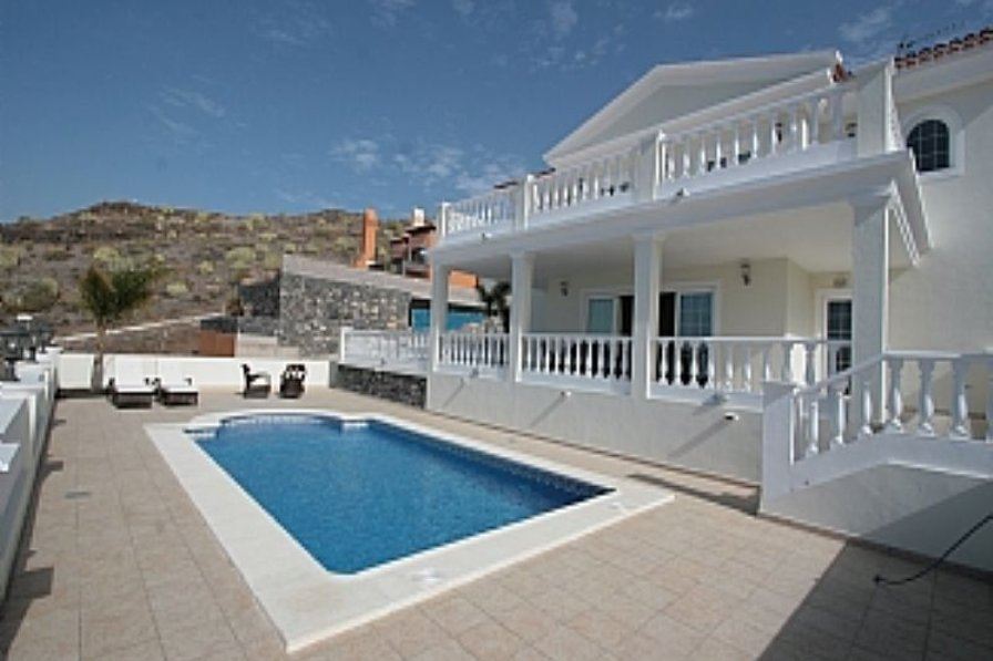 Villa in Spain, Adeje: The magnificent villa