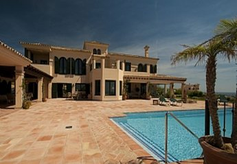 5 bedroom Villa for rent in San Roque